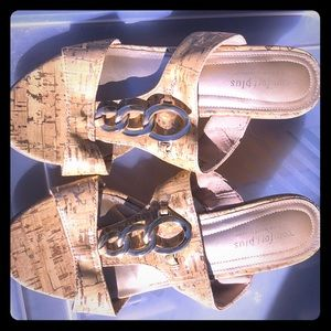 Comfort plus by Predictions. Gold. Size 7W